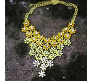 Heart shaped stone setting necklace