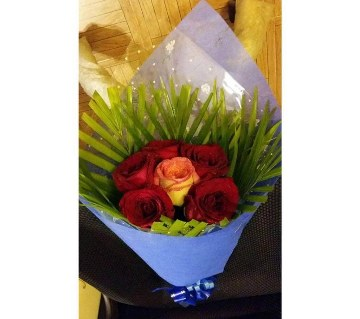 Imported Red Rose Hand Bouquet 4 (fresh flowers)