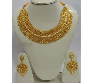 Gold plated necklace set with matching ear ring