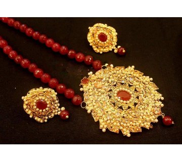 Gold plated pendant set with matching ear ring