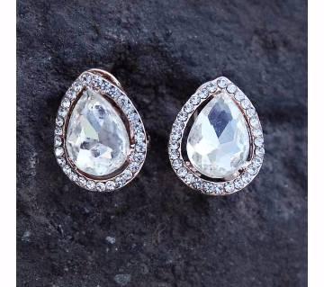 White Stone Setting Ear Ring