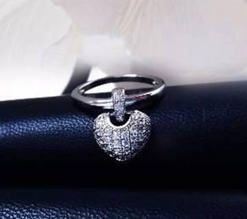 White Stone Setting Finger Ring