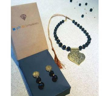 The Lady in Black Necklace Set