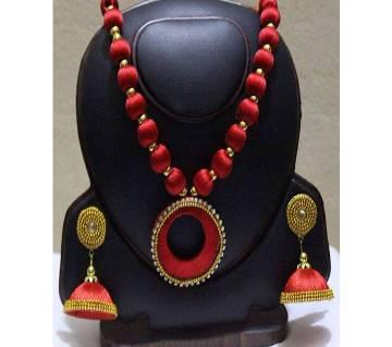Silk yarn necklace with earrings