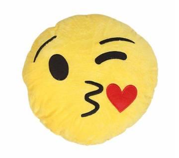 Kissing Heart ইমোজি পিলো