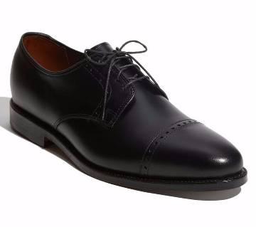 Engraved Design Oxford Handcrafted Shoe For Men