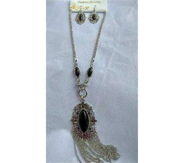 Black Stone setting pendant with earring