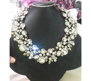Ladies stone setting necklace