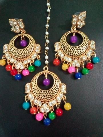 Ladies earrings with tikli