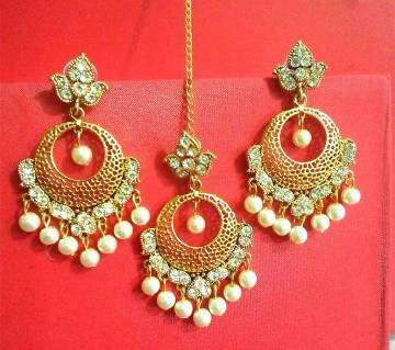Ladies Stone Setting Earrings With Tikli
