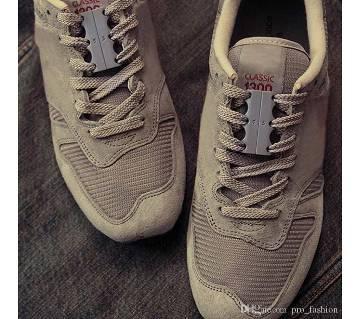 Mens magnetic Shoe closure