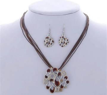 Tarsal setting pendant with earrings