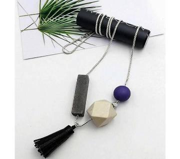Tarsal setting geometric pendant with earrings