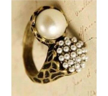 Round Cut Stone Finger Ring