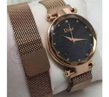 Magnetic Ladies watch golden