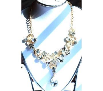 Off White Designer Leaf Shape Necklace