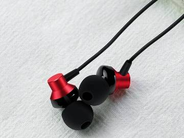 RM 512 Earphone - Red and Black