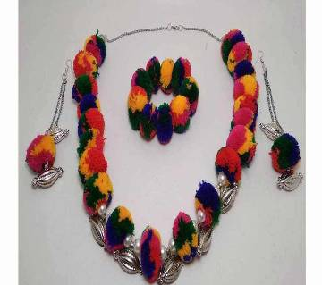 Pompom necklace with ear ring and bracelet