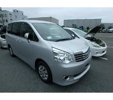 Toyota Noah X 2012 silver key start