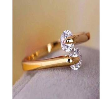 Ladies white stone setting finger ring