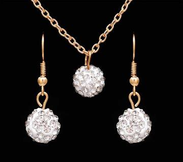 Ball shaped stone setting pendant with earrings