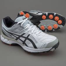 Asics not out 200 cricket spike shoe.