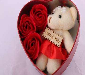 Sweet Love Box with Teddy and three Roses