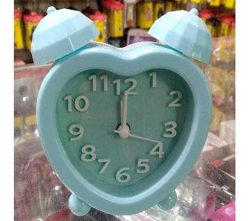 LOVE SHAPE TABLE CLOCK
