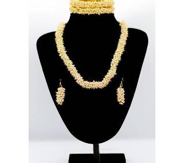Elegentr Pearl Necklace