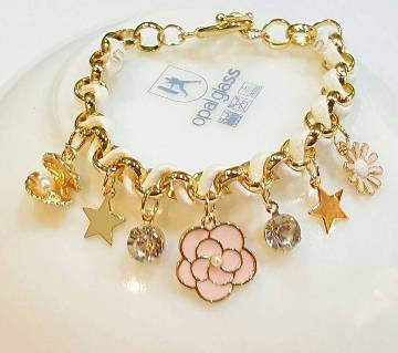 Flower shaped stone setting bracelet