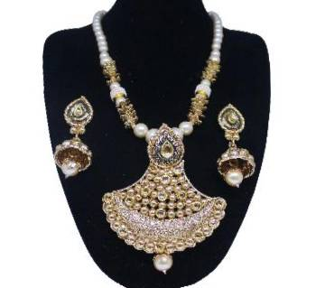 Ladies Pendant Set and Earrings