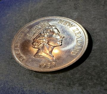 NEW ZEALAND 1989 COIN 1  CROWN SIZE COMMONWEALTH GAMES