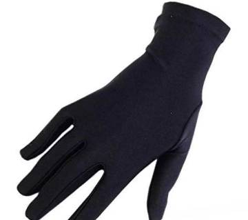 Long-sleeved socks are black color for curtain women