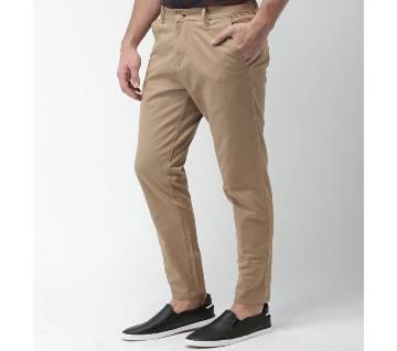 Semi narrow stretchable gabardine pant.