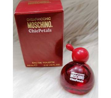 Moschino Cheap and Chic Chic Petals Eau de Toilette Spray for Women 4.9ml-UK