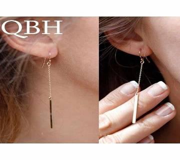 chain shaped ear hook earrings.
