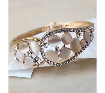 Bracelet for Women, Delicate High Grade Created Crystal Decoration Wedding Wrist Bracelet Girls Romantic Gift Gold Cuff Bangles Rhinestone