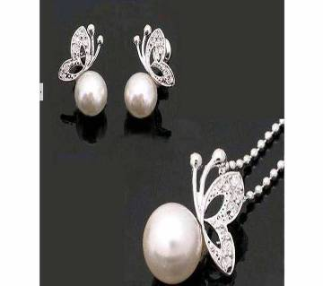 Butterfly shaped pearl necklace set
