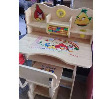 Reading table for kids