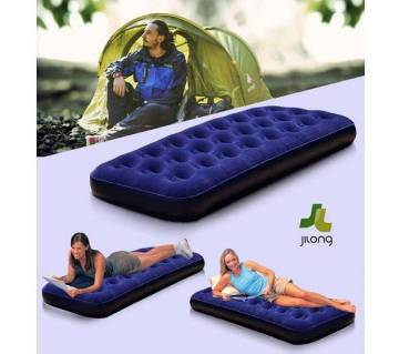 Single air bed with free pumper